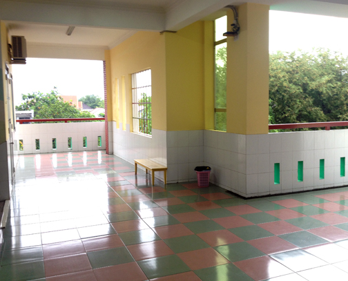 KTV English School 3rd floor common area, done in tropical pastel hues, as usual.